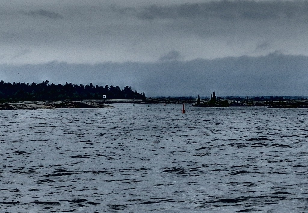 Poor quality photo, but you can see the buoys and their close proximity to one another going through the inlet. First sign of trouble.
